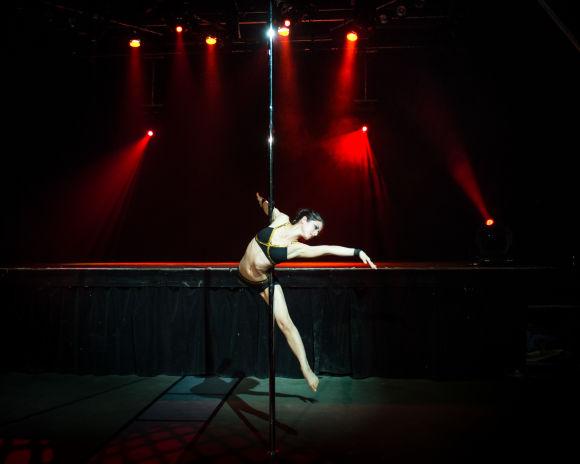 Kayla Cheung / Atmosphère Pole