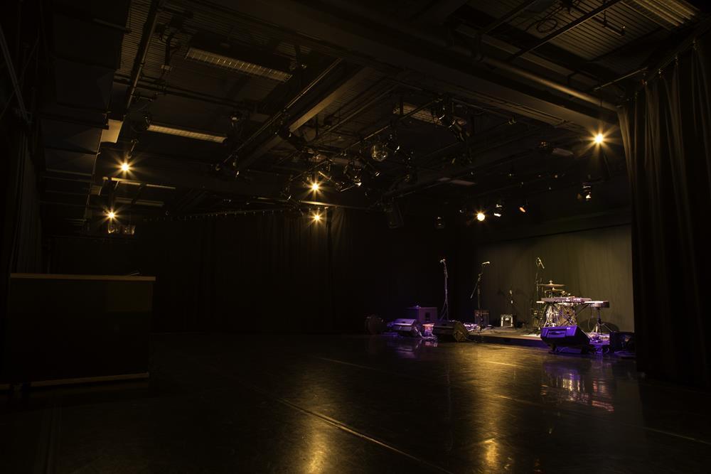 21-studio-theatre