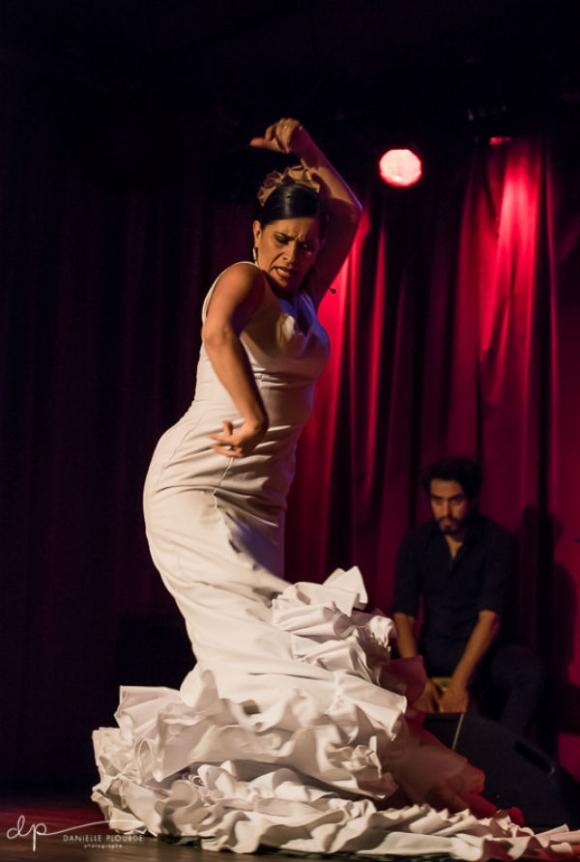 Flamenco Bata de Cola avec l'École Flamenco Rosanne Dion