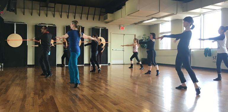 Immersion dans le calme bouillonnant d'une classe de danse avec Don Jordan