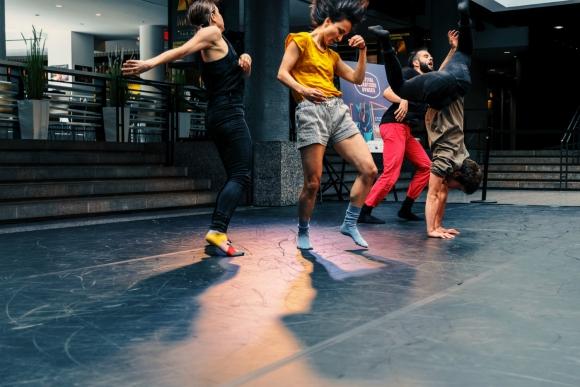 Danse contemporaine pour adultes avec Janelle Hacault